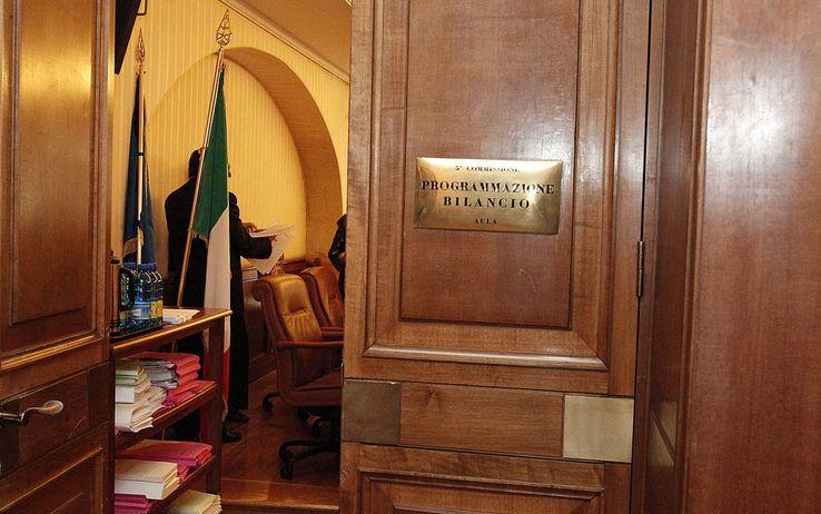 La commissione bilancio rende definitiva la mediazione for Commissione bilancio camera