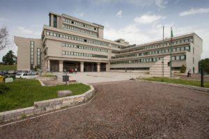 Nella foto: Il moderno Tribunale di Frosinone